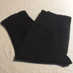 Lululemon Black compression cropped athletic pant